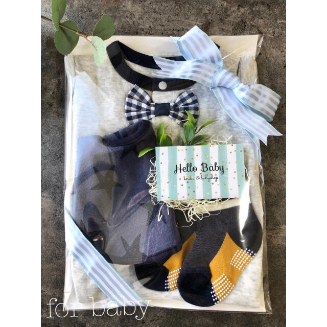 ampersand(アンパサンド)の⁎⋆*出産祝い⁎⋆*男の子 ベビーギフトセット ロンパース スタイ 靴下 キッズ/ベビー/マタニティのベビー服(~85cm)(ロンパース)の商品写真