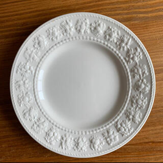 WEDGWOOD - WEDGWOOD フェスティビィティ皿21cm ホワイト