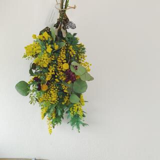 15 ミモザと季節の花のナチュラルスワッグ William Morris(ドライフラワー)