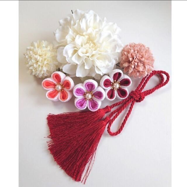 髪飾り 白ダリア❀マム❀つまみ細工 卒業式 七五三 成人式 ハンドメイドのアクセサリー(ヘアアクセサリー)の商品写真