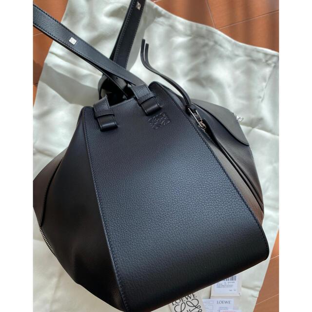 LOEWE(ロエベ)の定価305800円 LOEWE ハンモックスモールサイズ 黒ジップタイプ レディースのバッグ(ハンドバッグ)の商品写真