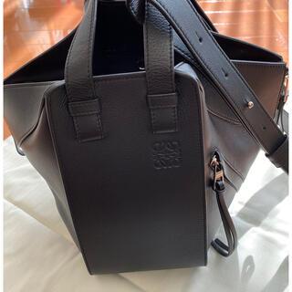 ロエベ(LOEWE)の定価305800円 LOEWE ハンモックスモールサイズ 黒ジップタイプ(ハンドバッグ)