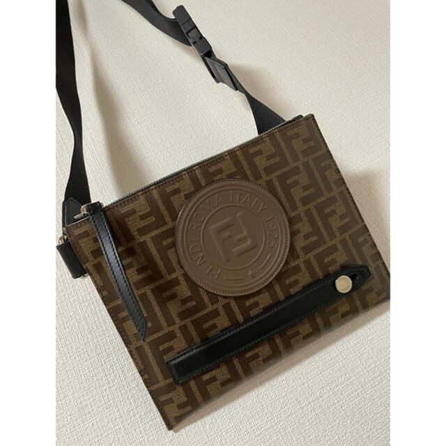 FENDI(フェンディ)のFENDI💛メッセンジャーバッグ✨美品 メンズのバッグ(メッセンジャーバッグ)の商品写真