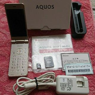 アクオス(AQUOS)の【ジャンク品】docomo AQUOSケータイ SH-01J 〈Gold〉(携帯電話本体)