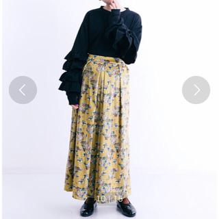 メルロー(merlot)のmerlot フラワー柄タックワイドパンツ 花柄 ワイドパンツ ベロアパンツ(カジュアルパンツ)