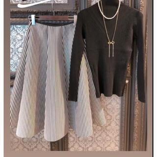 ラミア(LAMIA)の美品 ストライプフレアスカート(ひざ丈スカート)