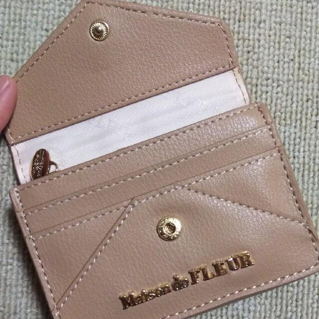 Maison de FLEUR(メゾンドフルール)のレター型フラグメントケース レディースのファッション小物(名刺入れ/定期入れ)の商品写真