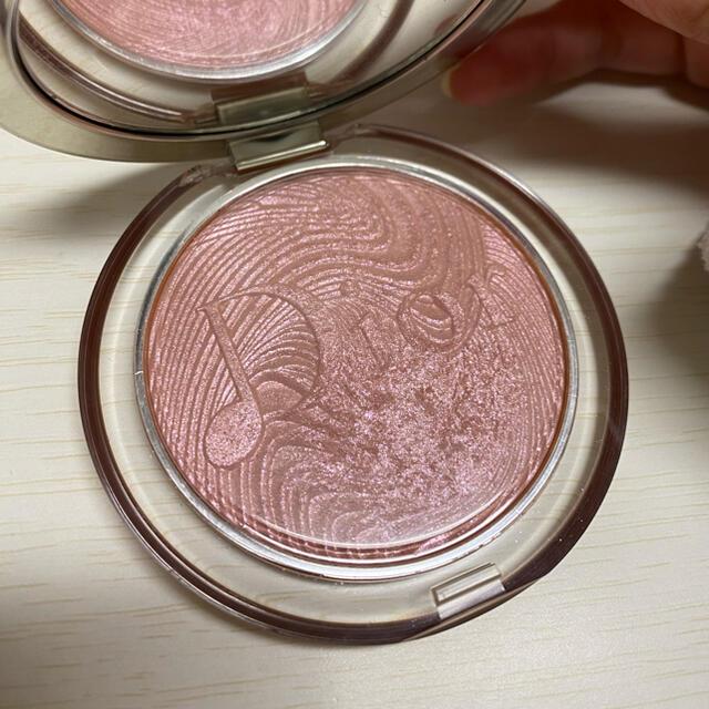 Dior(ディオール)の明日まで値下げ☆ディオール ルミナイザー001ロージーバイブス コスメ/美容のベースメイク/化粧品(フェイスパウダー)の商品写真