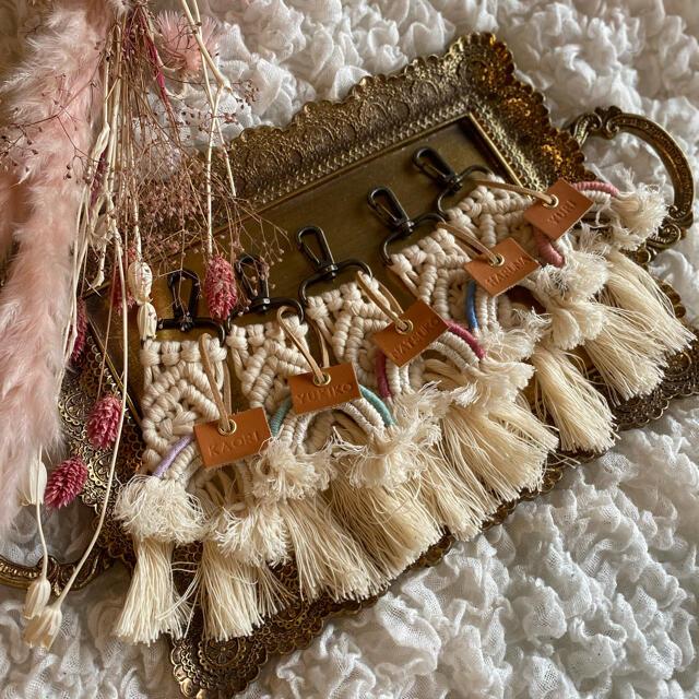専用です  マクラメキーホルダー レディースのファッション小物(キーホルダー)の商品写真