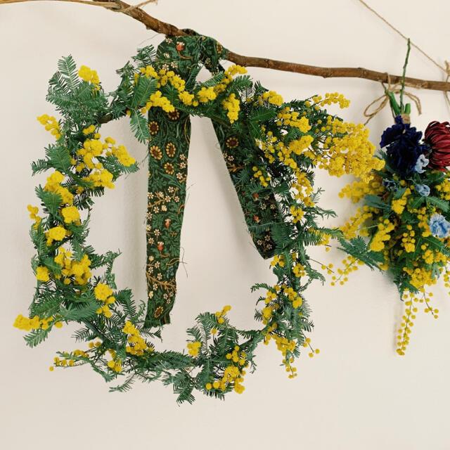 2021 mimosa 16 ミモザの一本枝リースとスワッグガーランド ハンドメイドのフラワー/ガーデン(ドライフラワー)の商品写真