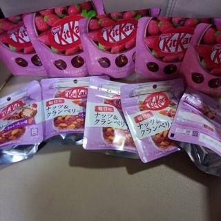 Nestle - KitKatいちご5袋、ラムレーズン味5袋です。