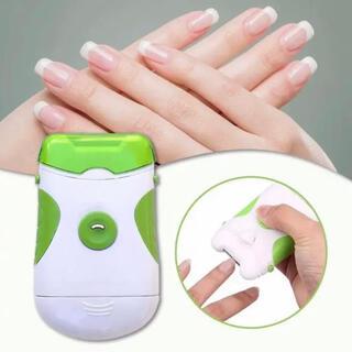 大人気 電動爪やすり 爪 ネイル つめヤスリ 電池式 水洗い可 ライト付_
