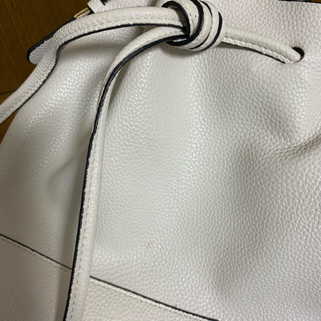 ZARA(ザラ)の【専用】ZARA  2wayショルダーバッグ 白 皮? レディースのバッグ(ショルダーバッグ)の商品写真