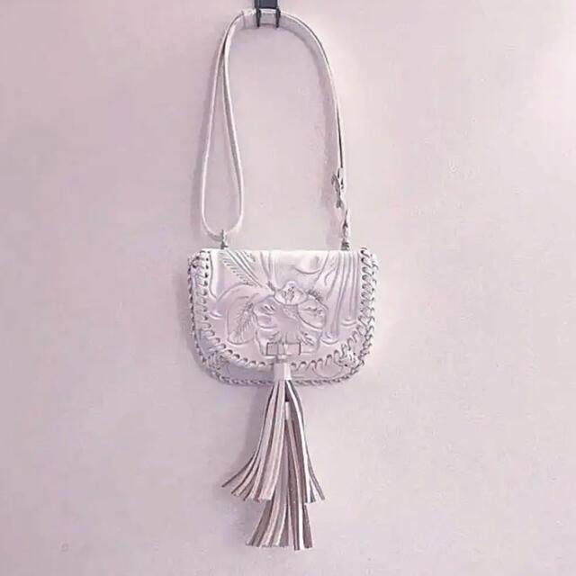 GRACE CONTINENTAL(グレースコンチネンタル)のRumi様専用!カービングトライブス  ショルダーバッグ  Miaパールホワイト レディースのバッグ(ショルダーバッグ)の商品写真