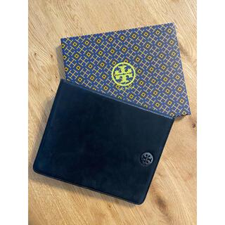 トリーバーチ(Tory Burch)の【美品】Tory Burch iPadケース ロゴプレート ブラック(箱付き)(その他)