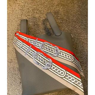 エルメス(Hermes)のエルメス 新作ツイリー2本まで対応可 グレー系バッグにピッタリ! Hermes(バンダナ/スカーフ)