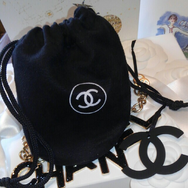 CHANEL(シャネル)の 💘CHANELポシェット&チャ-ムBIG💘 レディースのファッション小物(ポーチ)の商品写真