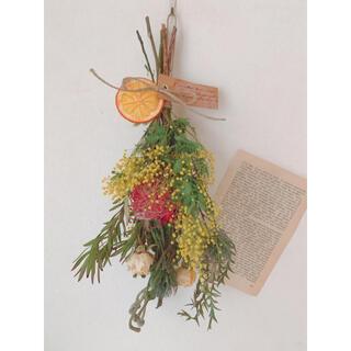 ドライフラワー ミモザとピンクッションなどいろいろ花材のカラフルスワッグ(ドライフラワー)