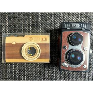 カルディ(KALDI)のKALDI レフレックスカメラ缶と一眼レフカメラ木製セット(菓子/デザート)