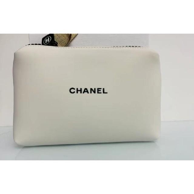 CHANEL(シャネル)の新品♡CHANEL シャネル ポーチ ホワイト 極希少! レディースのファッション小物(ポーチ)の商品写真