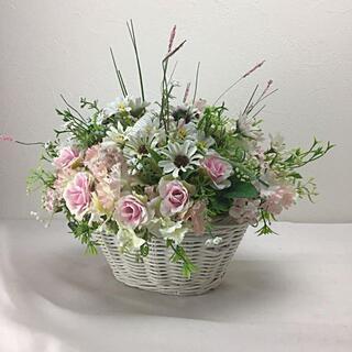 おうち時間に花の彩りを あったか春のピンク色花のバスケット(その他)