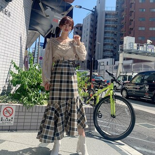 ミーアンドミークチュール(me & me couture)のチェックウールマーメイドスカート ME COUTURE (ロングスカート)