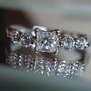 ラザールダイヤモンド プリンセスカット ダイヤ リング プラチナ ダイヤモンド