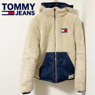 トミー(TOMMY)のTOMMYJEANS/リバーシブルシェルパジャケット ネイビー M(ダウンジャケット)