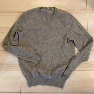 ユニクロ(UNIQLO)の【美品】ユニクロ Vネック カシミヤニット セーター(ニット/セーター)