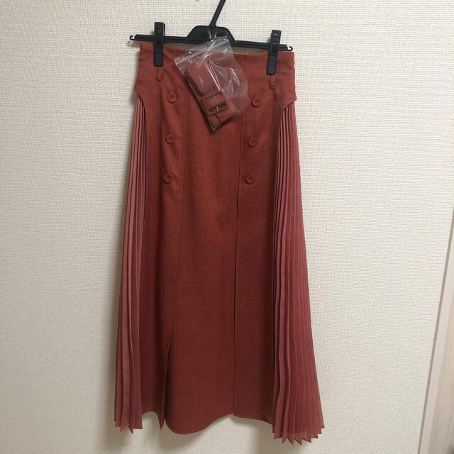 Lily Brown(リリーブラウン)の異素材切替プリーツスカート RED レディースのスカート(ロングスカート)の商品写真