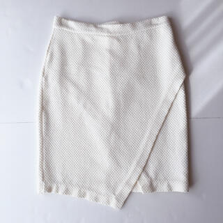 H&M - H&M パイナップル生地 アシンメトリー ラップ スカート 白