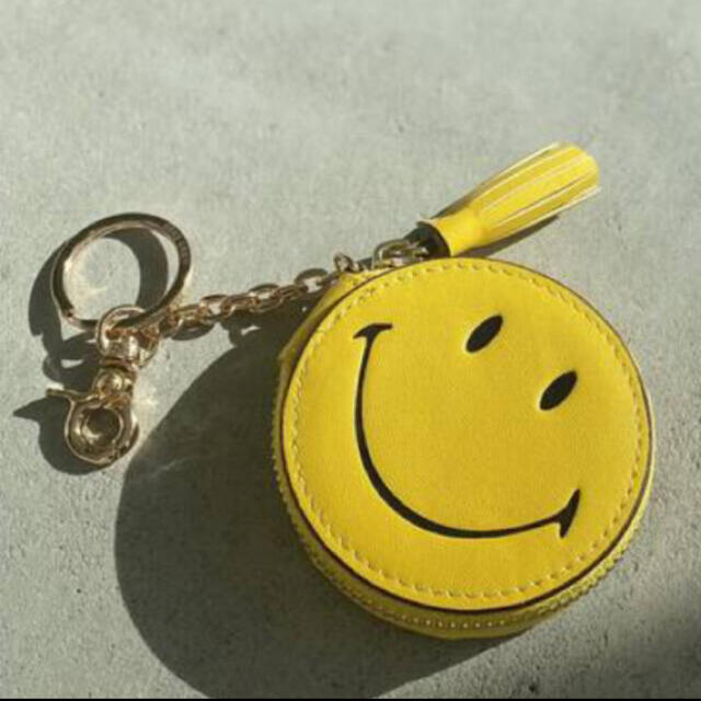 L'Appartement DEUXIEME CLASSE(アパルトモンドゥーズィエムクラス)のアパルトモン GOOD GRIEF! Smile Compact レディースのファッション小物(キーホルダー)の商品写真