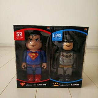 ディーシー(DC)のハッピーくじ DC BE@RBRICK スーパーマン & バットマン(キャラクターグッズ)