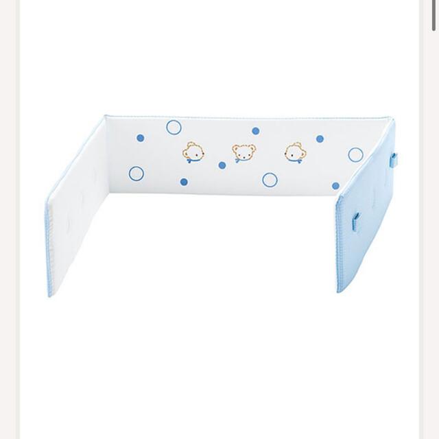 familiar(ファミリア)のファミリア バンパーガード(150870) ブルー 新品未使用 キッズ/ベビー/マタニティの寝具/家具(ベビーベッド)の商品写真