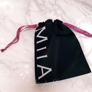 ミーア(MIIA)の𓊆 新品 ♡ MIIA ピンクヒモ巾着ポーチ 𓊇 (ポーチ)