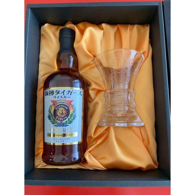 阪神タイガース 2003年 優勝記念 ウイスキー&専用グラスセット メルシャン  スポーツ/アウトドアの野球(記念品/関連グッズ)の商品写真