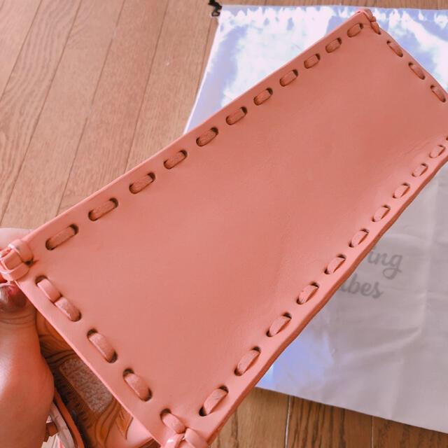 GRACE CONTINENTAL(グレースコンチネンタル)のグレースコンチネンタル カービングバッグ2020SS ピンク 美品 レディースのバッグ(ハンドバッグ)の商品写真
