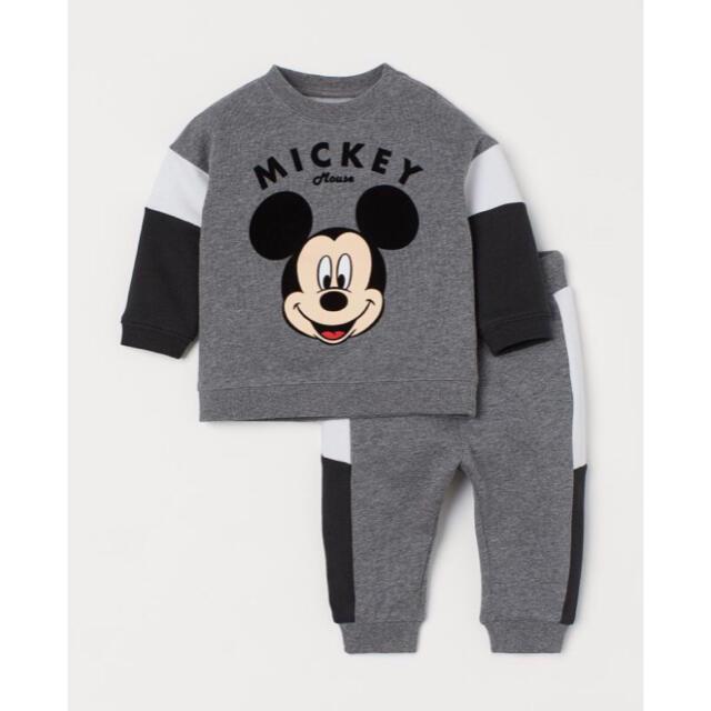 Disney(ディズニー)の新作  完売品 レア ❤️ H&M ミッキー スウェット & ジョーカーパンツ  キッズ/ベビー/マタニティのキッズ服男の子用(90cm~)(Tシャツ/カットソー)の商品写真