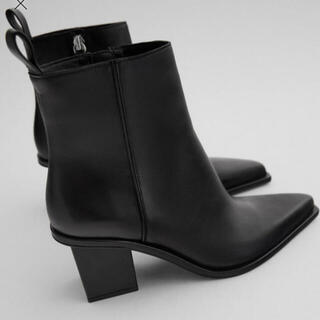 ザラ(ZARA)のZARA ザラ 黒 ブラック 新品 ブロックヒールレザーショートブーツ 38(ブーティ)