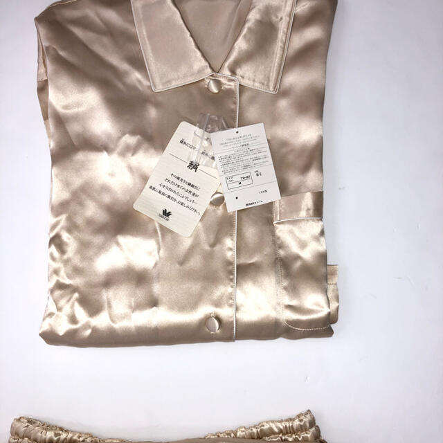 Wacoal(ワコール)の新品未使用 タグ付 ワコール シルク パジャマ サイズM レディースのルームウェア/パジャマ(パジャマ)の商品写真
