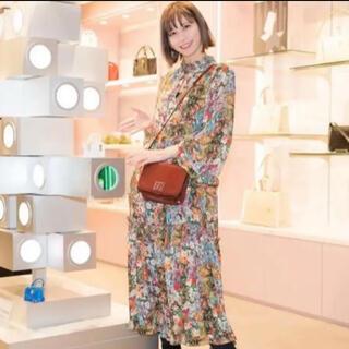H&M - 新品同様美品 ゆきりぬさん着用  H&M花柄ロングワンピース