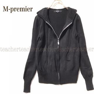 エムプルミエ(M-premier)のふんわり 可愛い ニットパーカー 黒 ウール100% リブ 毛100 シンプル(パーカー)