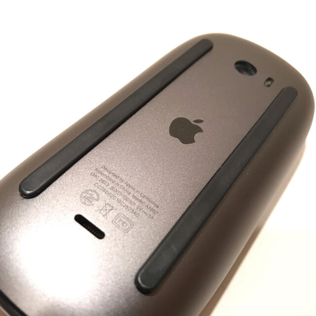 Apple(アップル)のMagic Mouse 2 Space Gray スマホ/家電/カメラのPC/タブレット(PC周辺機器)の商品写真