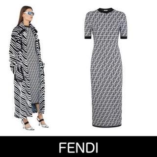 フェンディ(FENDI)のオルドーフ様 専用 FENDI  2020aw 新作FF ロゴニットワンピ(ロングワンピース/マキシワンピース)