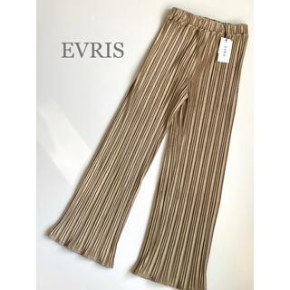 EVRIS - 新品 EVRIS スウェードタッチプリーツパンツ ベージュ 今季 トレンド