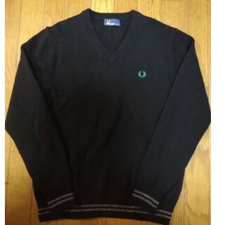 フレッドペリー(FRED PERRY)のフレッドペリー 刺繍ロゴ ブイネック セーター(ニット/セーター)