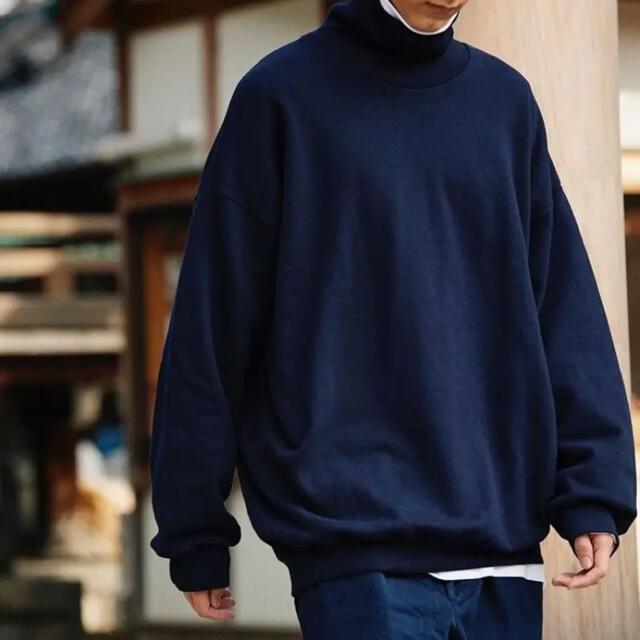 COMOLI(コモリ)の久米繊維 ビッグタートルネックスウェット ネイビー メンズのトップス(スウェット)の商品写真