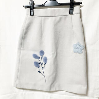 ミーア(MIIA)のMIIA ミーア グレー パーツファー刺繍台形スカート タイトスカート 台形(ひざ丈スカート)