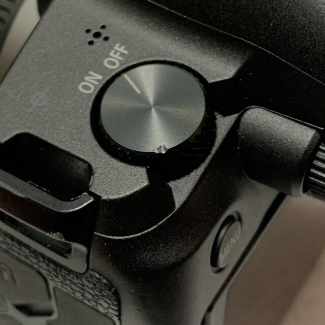 Canon(キヤノン)のキヤノン EOS R 予備電池付 スマホ/家電/カメラのカメラ(ミラーレス一眼)の商品写真