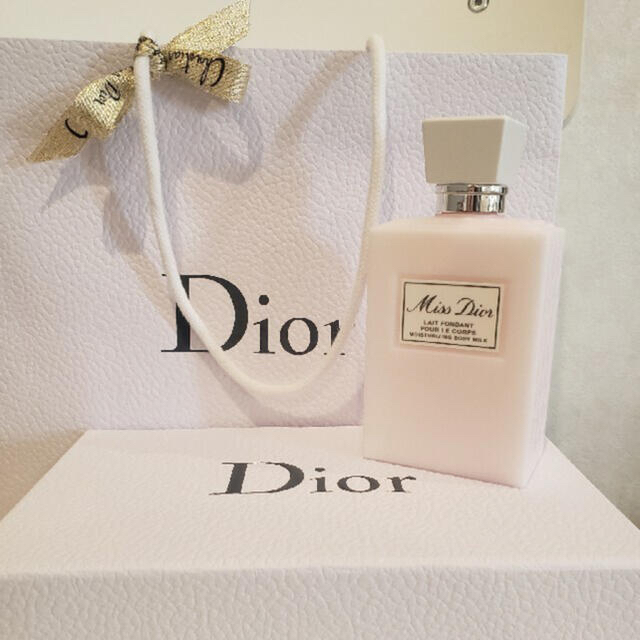 Christian Dior(クリスチャンディオール)の専用  クリスチャンディオール ボディミルク 新品未開封 コスメ/美容のボディケア(ボディローション/ミルク)の商品写真